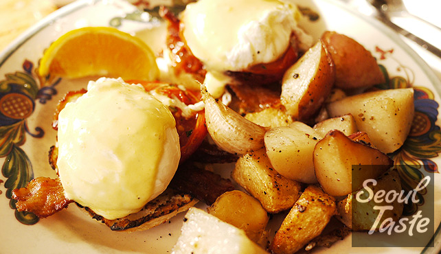 Zazie - Poached eggs with English muffin, bacon, tomatoes and home fries on the side.