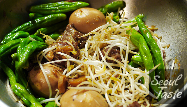 Mix in mung bean sprouts