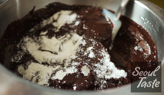 Mix dry ingredients with chocolate