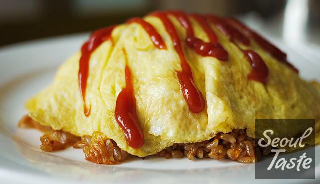 김치볶음밥 (Kimchi Fried Rice)