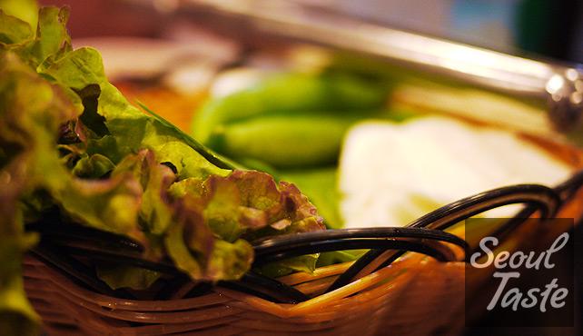 쌈: lettuce, cabbage, 깻잎 wraps